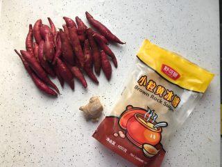 快手小食 生姜冰糖红薯甜汤,首先我们准备好所有食材