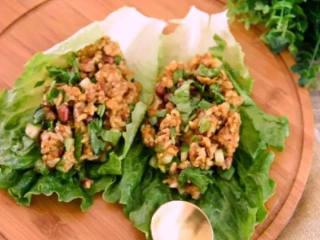 东北经典传统小吃:东北饭包,包上生菜食用即可