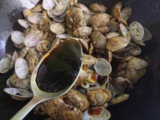 爆炒花甲,加一勺蚝油。