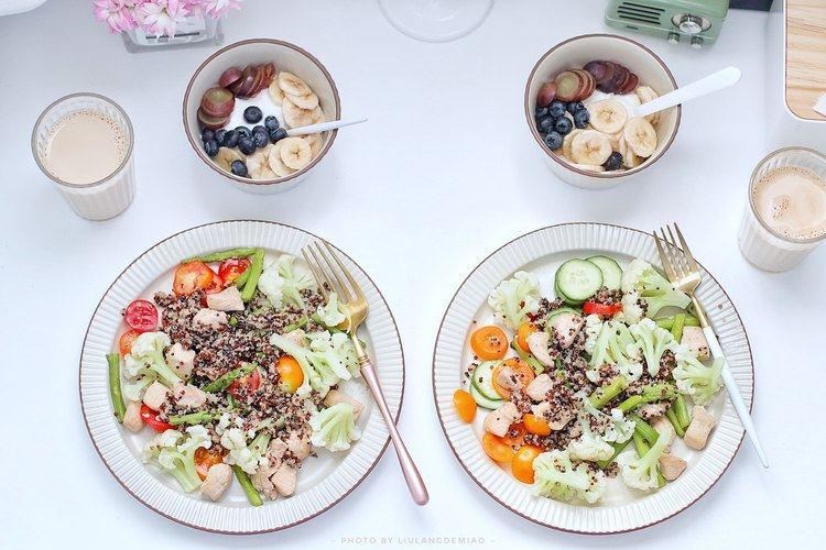 藜麦早餐02 | 藜麦肉蔬沙拉+酸奶水果碗+奶咖