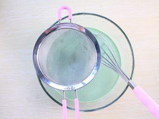 那一抹毛巾卷的绿,搅拌至无颗粒状态,还可以利用过筛网过滤即可