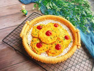 快手早餐  胡萝卜土豆丝鸡蛋饼