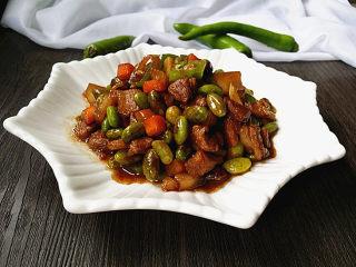 杭椒毛豆米小炒肉,出锅,装盘