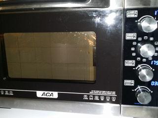 蓝莓酱玫瑰花面包#一次揉面&一次发酵#,送入预热好的烤箱中层:175度上下火烤,上色后可加盖张锡纸防止烤糊