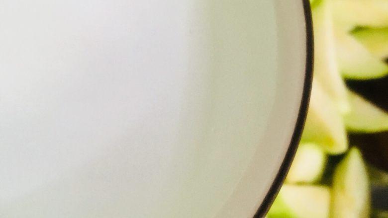 丝瓜蛋汤,加入适量的清水