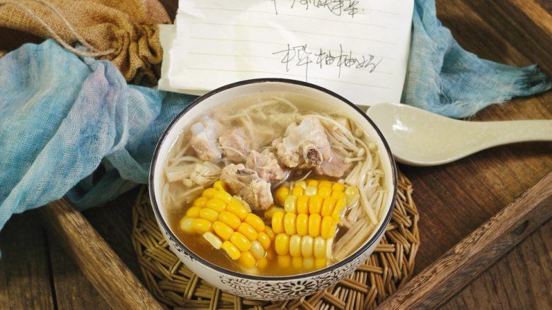 快手正餐  玉米金针菇排骨汤,成品图。