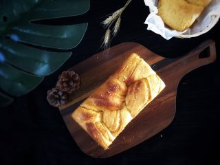 椰蓉面包,上火170度下火180度烤25分钟