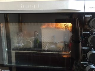 椰蓉面包,烤箱里放开水发酵到满