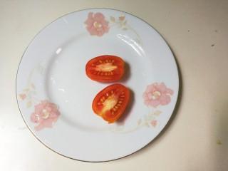 法式沙拉酱锅煎香甜鸡脯肉,樱桃番茄一切为二