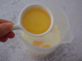 芒果牛奶冰棍,加入蜂蜜