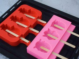 芒果牛奶冰棍,冰棍模具插入冰棍棒