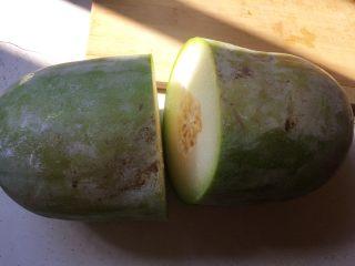 冬瓜小排汤,冬瓜,我喜欢这种小冬瓜,取半个