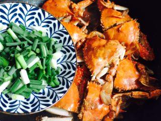 下酒菜+姜葱炒梭子蟹,撒葱花