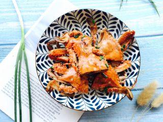 下酒菜+姜葱炒梭子蟹,装在自己喜欢的器皿