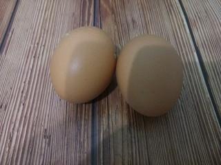 蛋黄溶豆,先准备两个鸡蛋