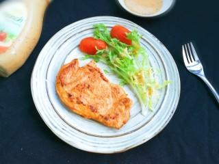 法式沙拉酱锅煎香甜鸡脯肉,放入鸡脯肉