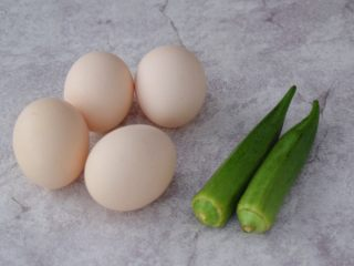 秋葵厚蛋烧,准备好材料
