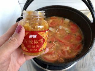 一人食好选择➕番茄肉片汤米粉,加入一勺番茄沙司,今天还加了一勺黄辣椒酱,酸辣够味噢。