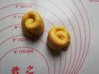 南瓜蜂蜜脆底小面包,立起来