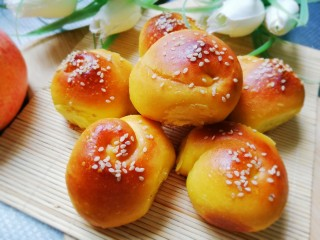 南瓜蜂蜜脆底小面包,底部香酥,面包松软,棒棒哒