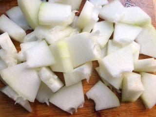 淡菜冬瓜汤,改刀成小块