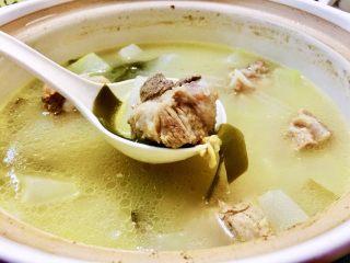 夏日消暑靓汤➕冬瓜海带排骨汤,排骨嫩而不柴,淡菜增鲜,海带冬瓜味道融入汤中,不加一滴油,汤水清爽又滋补。喜欢的宝宝,快来试试吧😁
