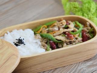 快手辣炒肉丝超下饭,米饭都多吃一碗