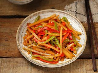 双椒蚝油土豆条,一道做法简单、美味营养的双椒蚝油炒土豆条就做好了!