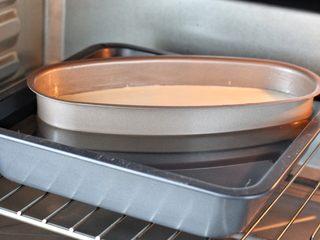 酸奶蛋糕,将烤盘放入预热好的烤箱下层,上下火135度烤约70分钟