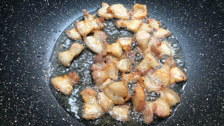 干锅包菜,五花肉小火煸炒出油