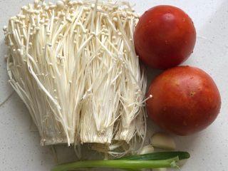 西红柿炒金针菇,食材准备