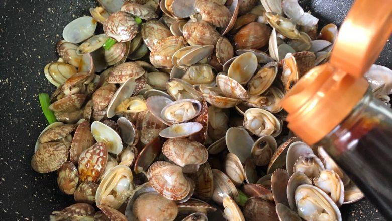 蚝油花蛤,生抽半汤匙