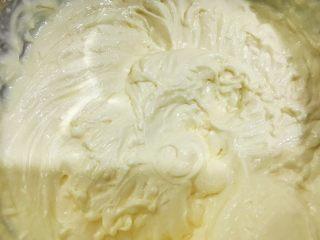 红豆酸奶芝士条,打发均匀