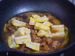 玉米烧排骨,加入玉米