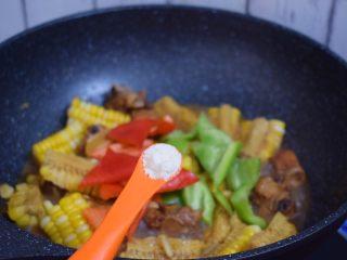 玉米烧排骨,加入鸡精