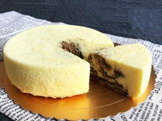 茶香戚风蛋糕,香甜松软的茶香戚风蛋糕,里面有漂亮的花纹,组织细腻松软,还有淡淡的茶香味道,入口即溶,非常完美~
