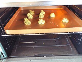 宝宝辅食10M➕:芝麻土豆塔,在烤盘上挤出花型