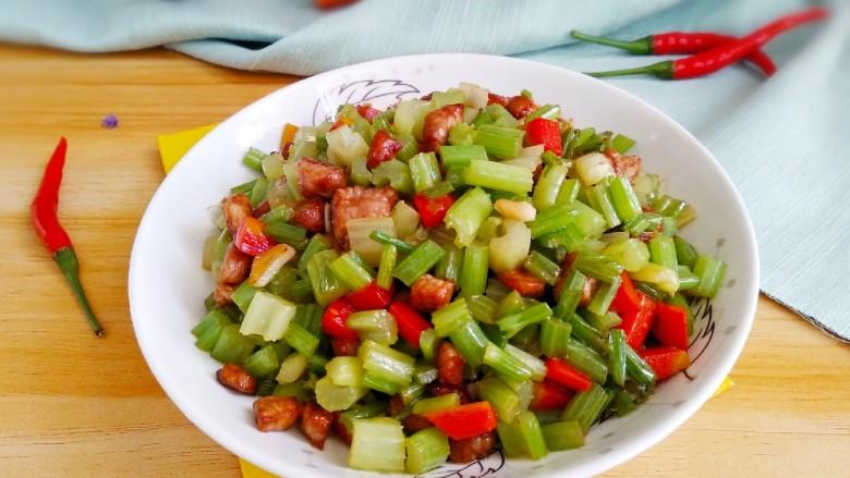 芹菜胡萝卜炒肉丁