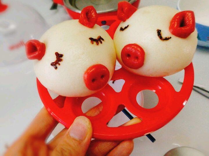 小猪🐷奶香馒头,用烘焙画笔画上小猪的眼睛,这样是不是更萌了
