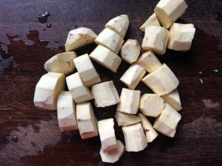 香芒苹薯沙拉,切成2厘米见方的块。