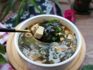裙带菜大酱豆腐汤