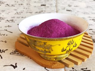 自制紫薯粉,色泽艳丽,细腻,光滑的紫薯粉做好了~