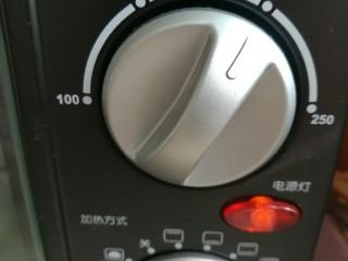 烤地瓜,烤箱200预热三分钟