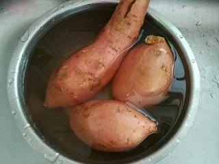 烤地瓜,清水洗净