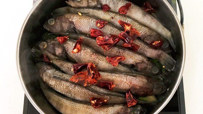 #年年有鱼#  红烧海黄鱼,加入干红辣椒