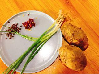 家常菜+香辣土豆丝,食材准备好