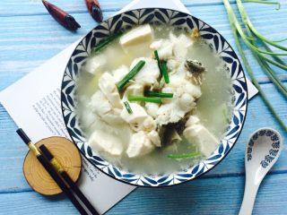 豆腐鲈鱼汤,鲜美的豆腐鲈鱼汤😋