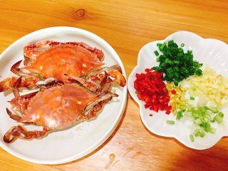 家常菜+葱油梭子蟹,配料洗净切好