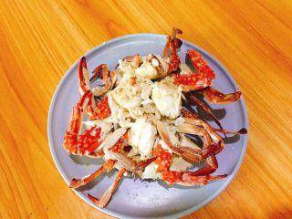 家常菜+葱油梭子蟹,然后切好摆盘。