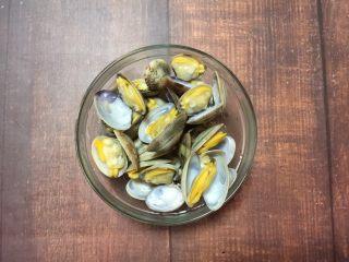 花蛤蒸蛋, 张开的花蛤捞出备用